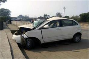 high speed havoc car collision dividers bokaro three killed in accident