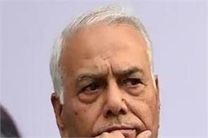 yashwant sinha throws his hat in pm race