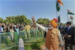 pm walks on rajpath to meet people