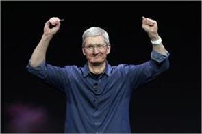 apple s tim cook collects his biggest ever bonus