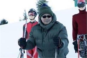kiren rijiju gets on snow scooter in uttarakhand