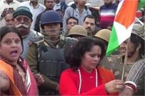 kasganj sadhvi prachi meets chandan gupta s family