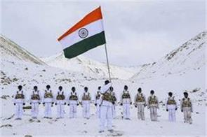indo tibetan border police personnel host the flag 30 degree celsius in ladakh