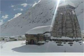 thick blanket of snow covers kedarnath