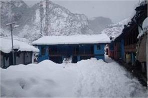 administration declared holiday in chamoli due to snowfall
