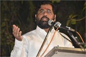 maharashtra minister s chair breaks as he tries to sit