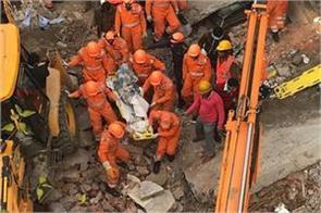 a painful accident due to the collapse of the building under construction