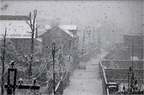 life disrupt due to snowfall in kashmir