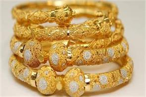 gold glitters on jewellers  buying global cues