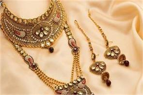 gold extends gains on jewellers  buying