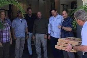 george w bush delivers pizza to unpaid secret service agents