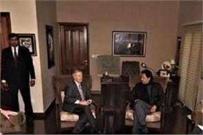 presence of us senator s guard during meeting with pm khan irks pak