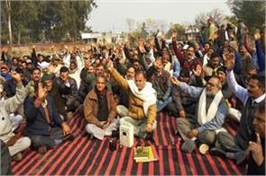 ex minister babu singh protest against administeration