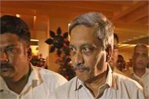 manohar parrikar life in danger claims congress