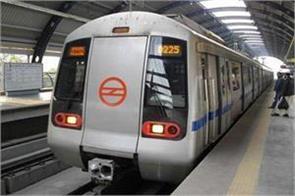 man jumped ahead of metro at rajiv chowk station