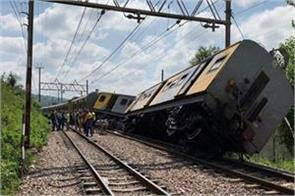 train crashes in south africa 3 killed 300 injured