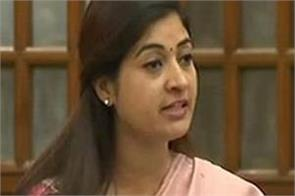 alka lamba accused of  weakening  on aap
