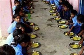 40 students sick of eating mid day meal in south india