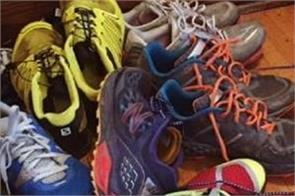 man arrested in tokyo for theft shoes to smell the stink
