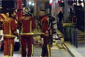 seven dead in paris building blaze