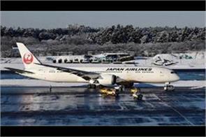 plane skids off a snow covered runway at tokyo s narita airport