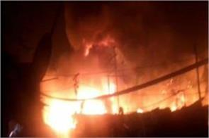 fire in westpuri area burning more than 200 slums