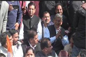 harish rawat sitting on the strike outside the assembly