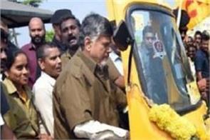 cm chandrababu naidu drive auto rickshaw