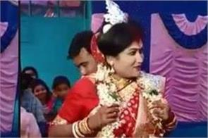 this bengali bride leaves her home in unique style