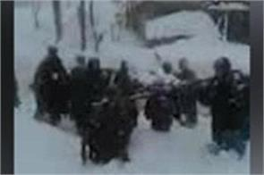 people face hardship to reach hospitl in snowfall in kashmir