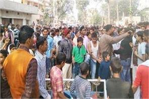 people fiercely after the murder of youth in vaishali