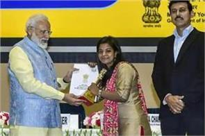 youth parliament mamta of patna gets 3rd prize from pm modi