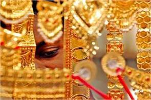 gold slips on weak global cues muted demand