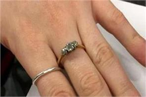 a man lending 6 lakh ring for propose to girlfriend