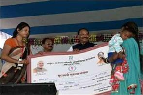 jharkhand govt s offer poor women given first time becoming voter rs 10 000