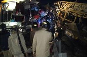 unnao road accident on lucknow agra express 2 killed