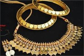 gold climbs rs 310 on jewellers  buying global cues