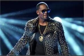 r kelly surrenders to chicago police following sexual abuse charges
