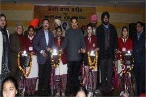 education minister distributed bicycles to 940 students in amritsar