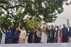 opposition leader on the stage of aap rally know who said