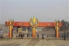 foreign tourists youths shine in kumbh fair