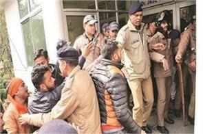 shiv sena showed the members involved on kashmiri students