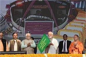 pm modi will show green flag to noida metro