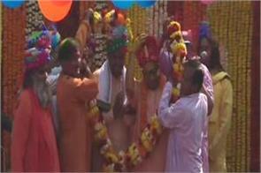 cm yogi in the color of holi in gorakhpur festival celebrated with glee