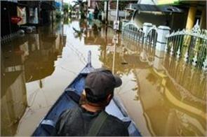 42 people killed in floods in indonesia s papua province