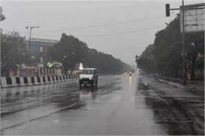 light rain in delhi