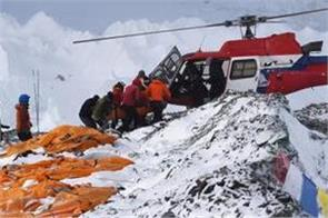mount everest melting glaciers expose dead bodies