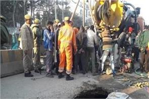 varanasi two laborers dead