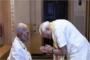 pm modi says bapu wanted to finish congress