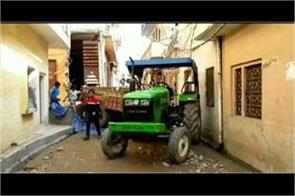 7 year old child dies due to tractor trolley collapse